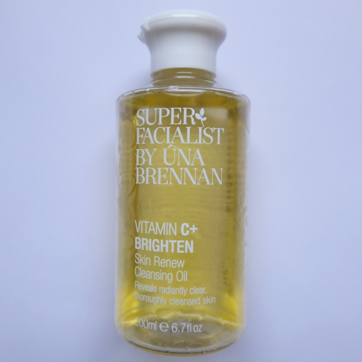 superfacialist-una-brennn-vitamin-c-skin-renew-cleansing-oil