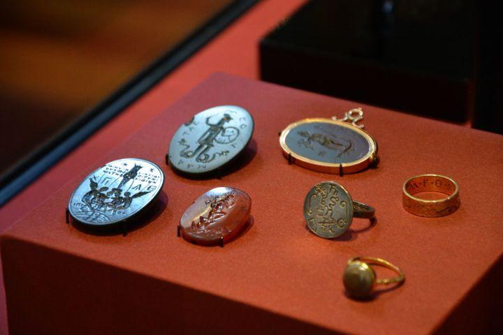 british-museum-magical-jewelry