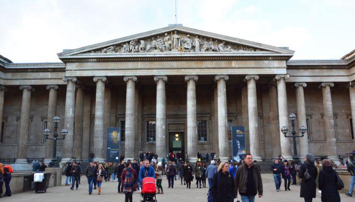 nerdy-date-idea-british-museum-byron-burger